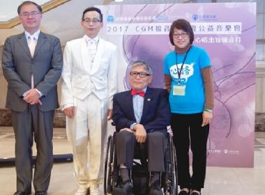 紀念合影(左起CGM福音宣教會理事長蘇瑞華先生,心路基金會執行長,心路合唱團慶讚指揮,CGM樂團團長劉容舟先生