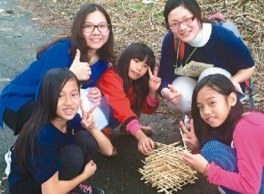 大專校院志工帶領奇美部落學生們學習「課堂裡沒有教的事」